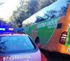 Rescatados 47 jubilados franceses tras accidentarse un autobús en Zugarramurdi