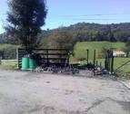 Arden seis contenedores en Lesaka por el vertido de cenizas sin apagar
