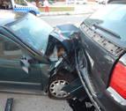 Conduce borracho y choca contra tres vehículos aparcados en Pamplona