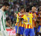 Valencia y Betis se reparten seis goles en el último cuarto de hora