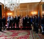 Los Reyes reciben a las Medallas de Asturias, entre ellos los perros de rescate