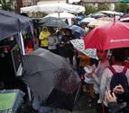 La artesanía y los paraguas lucen en el 31º 'Lurraren Eguna' de Bera