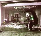 Un incendio afecta a tres vehículos en una bajera de Ablitas