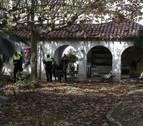 Técnicos de Patrimonio visitan a los okupas del parque de Aranzadi