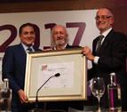 Armendáriz destaca la mirada solidaria del cine al recibir premio Ikaskuntxa