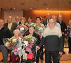El club de jubilados homenajeó a siete matrimonios en el Día del Socio