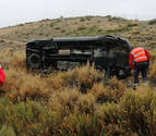 Dos heridos tras salirse de la vía y volcar en Tudela