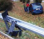 Un coche acaba fuera de la vía tras saltarse la valla en la Ronda, a la altura de Orkoien