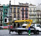 Comienza a instalarse la iluminación navideña en Pamplona