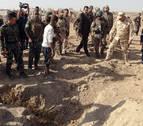 Hallan en Irak varias fosas comunes con 400 cadáveres asesinados por EI
