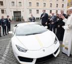 Regalan un Lamborghini al Papa, que subastará para ayudar a los cristianos en Irak