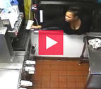 Se cuela en un McDonald's y roba tranquilamente durante 40 minutos