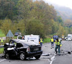 Dos muertos y una herida en una colisión frontal en Oieregi