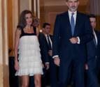 Doña Letizia arriesga ¿y acierta con este minivestido?