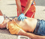 Una mujer salva a un hombre en parada en una tienda en Pamplona
