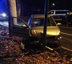 Choca contra un  árbol en la carretera de la Universidad y da positivo en alcohol