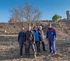 Oteiza desentierra su patrimonio de piedra con el trabajo de voluntarios