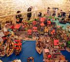 Los playmobil asaltan Olcoz para recoger alimentos que se donarán a una ONG