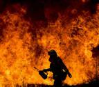 Un muerto, casas calcinadas y miles de evacuados, balance de los incendios en EE UU