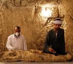 Encuentran una momia y cientos de objetos funerarios en Luxor, Egipto