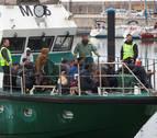 Trasladadas a Cádiz un centenar de personas rescatadas de tres pateras