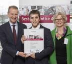 Un joven trabajador de Volkswagen Navarra, elegido entre los mejores aprendices