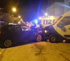 Un herido al chocar un coche y una ambulancia en la calle Beloso Alto