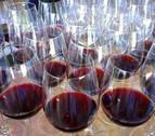 Quedada de los 'wine lovers' en Pamplona para brindar por el Movimiento Vino
