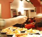 70 personas en la Nochebuena del Teléfono de la Esperanza y Gazteluleku en Pamplona