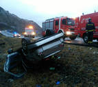 Un herido grave tras volcar con su coche en la A-15 en Azpirotz