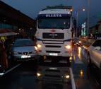 Retenciones frente a la estación de autobuses tras chocar un coche y un camión