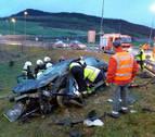 Un joven de 23 años, herido grave tras volcar su coche en Monreal