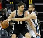 Pau se lleva el duelo de los Gasol liderando la victoria de los Spurs