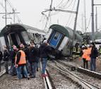 Tres muertos y un centenar de heridos al descarrilar un tren en Milán