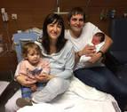 Los permisos de paternidad ya casi igualan a los de maternidad en Navarra