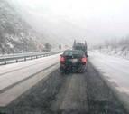 La nieve cuaja en el norte de Navarra y se asoma ya a Pamplona