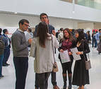 Cientos de alumnos ofrecen su talento a 20 empresas en una jornada de empleo en la UN