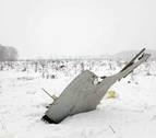 Un avión se estrella en las afueras de Moscú y mueren sus 71 ocupantes