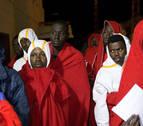 Rescatados 11 subsaharianos a bordo de una patera al cinco millas al sur de Tarifa