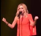 La cantante Marta Sánchez pone letra al himno de España y Rajoy la felicita