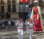 Cuatro parejas de gaiteros de Estella quieren un reparto justo con los gigantes