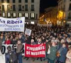Miles de jubilados salen a la calle en Navarra en defensa de las pensiones