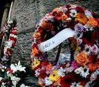 Un pequeño altar recuerda al ertzaina muerto el jueves junto a San Mamés