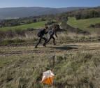 Niños disfrutan de la naturaleza y aprenden haciendo carreras en la Cendea de Olza