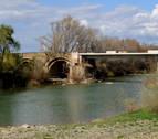 El río Aragón registra una notable crecida cuya punta llegará hoy a Caparroso