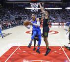 Westbrook y James brillan con sendos triples-dobles ganadores