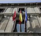 El Parlamento debe pagar 5.566 euros por la bandera republicana