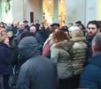 Un grupo de gente rodeó e increpó a cargos de UPN en la marcha por las pensiones