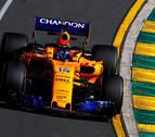 Hamilton no levanta el pie del acelerador y Alonso asoma la cabeza