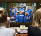 La nave rusa Soyuz MS-08 se acopla a la EEI con el balón del Mundial a bordo